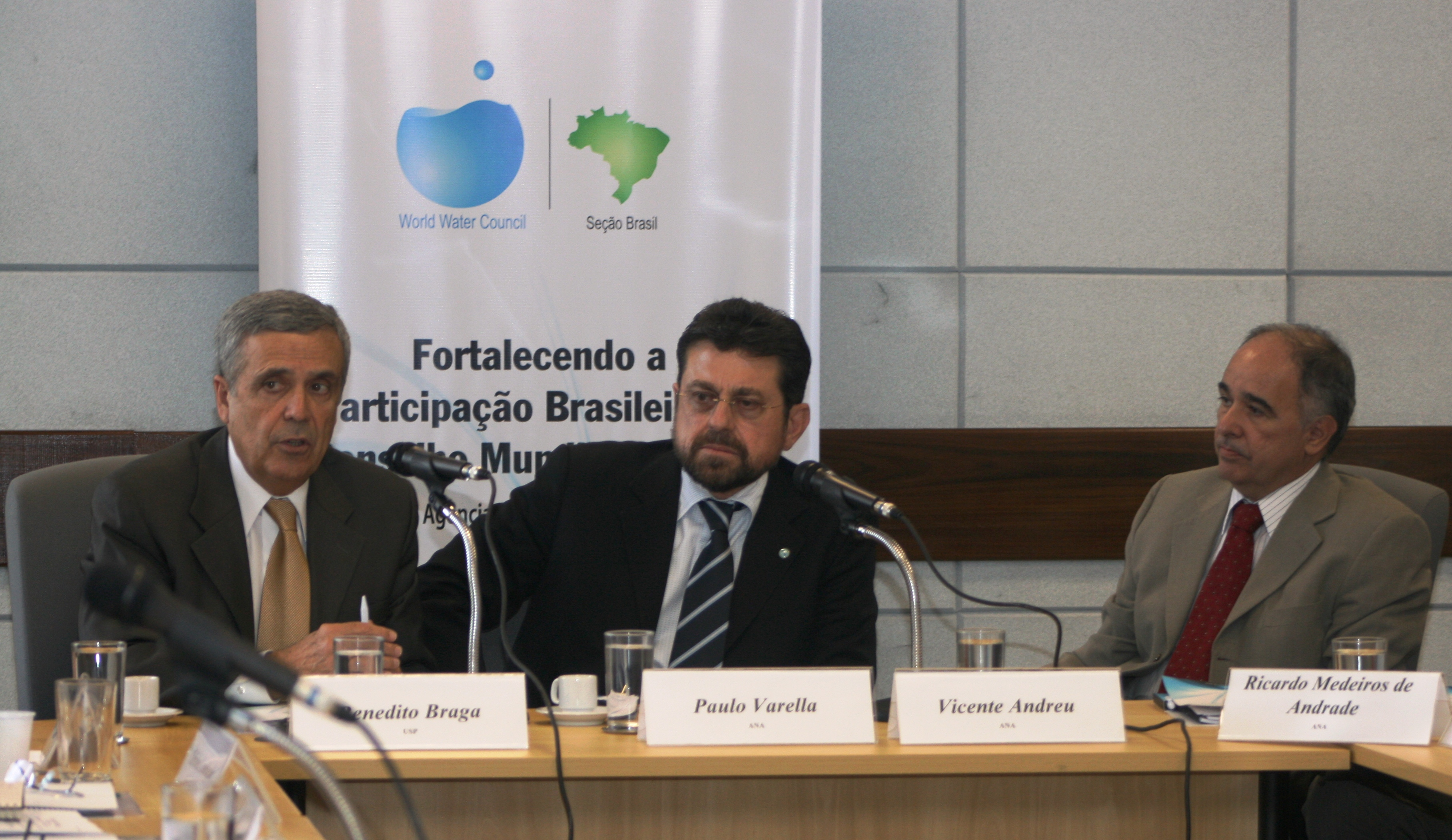 Vicente Andreu, ao lado de Paulo Varella e Benedito Braga, sugeriu uma candidatura do Brasil para sediar o Fórum Mundial da Água de 2018