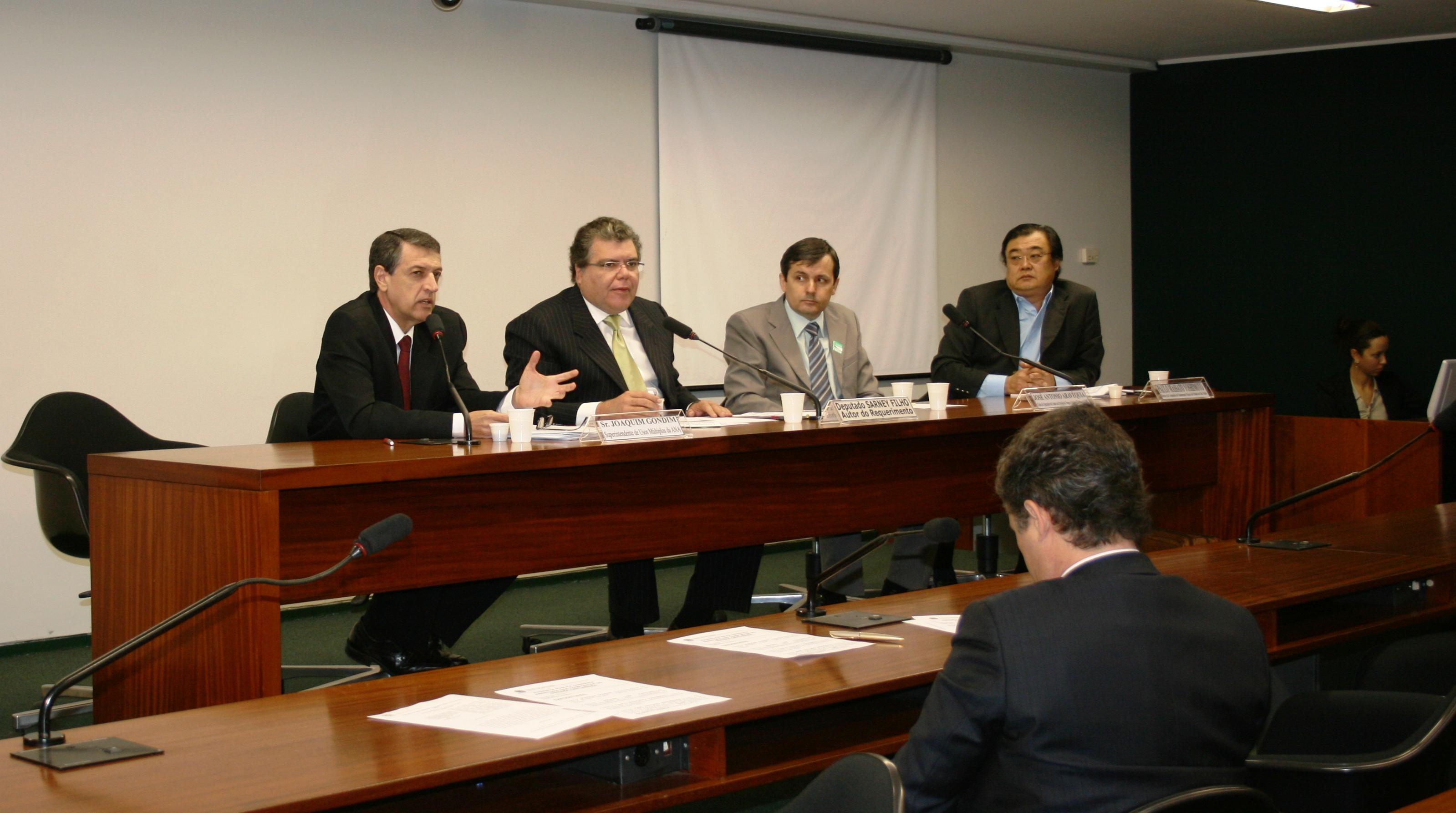 Joaquim Gondim participou de audiência pública na Câmara para debater a questão da abertura das comportas no Sistema Cantareira